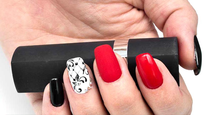 L'éternel classique - les ongles rouges, noirs et blancs
